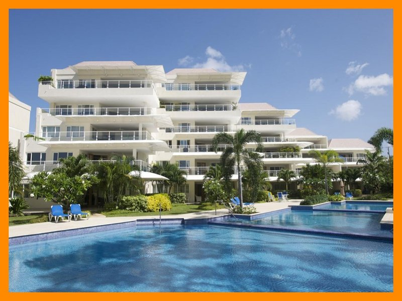 Palm Beach 110 - Huge covered terrace, Shared pool – semesterbostad i Hastings