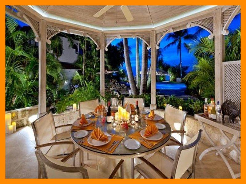 Emerald Beach 3 Ixoria - 5* villa with direct beach access, location de vacances à Reeds Bay