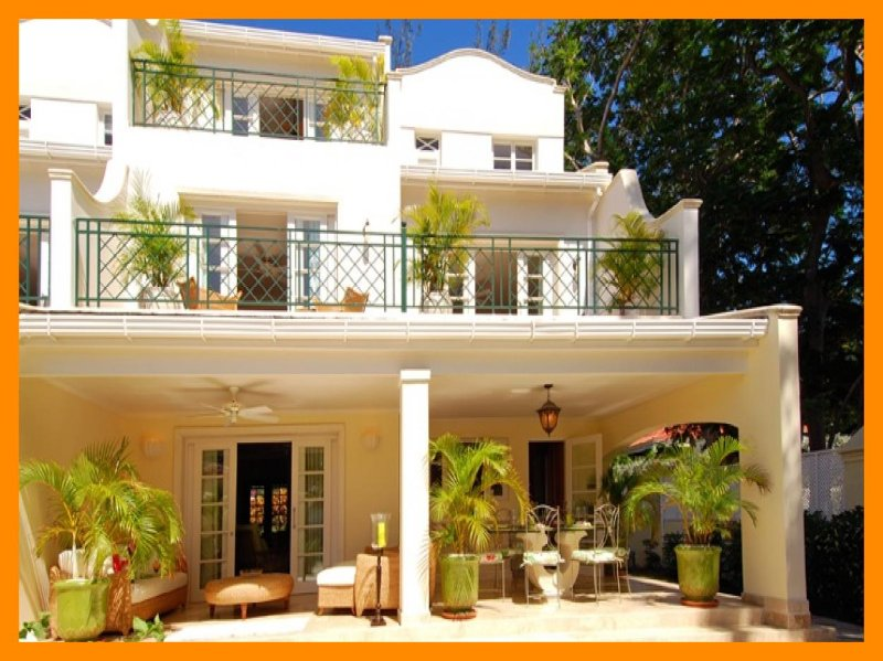 Coco - Mullins Bay, townhouse with communal pool and close to Mullins beach, holiday rental in Maynards
