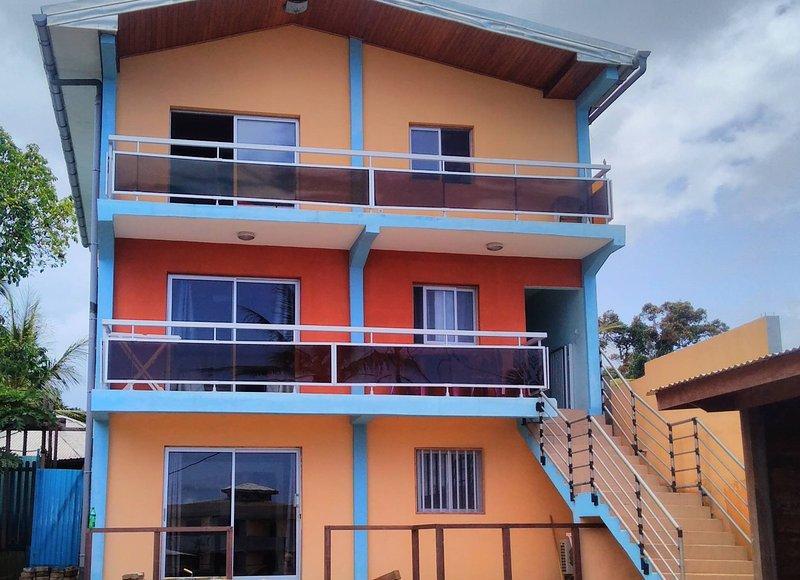 Appartements 2 a 3 chambres standing devant mer, location de vacances à Cameroun