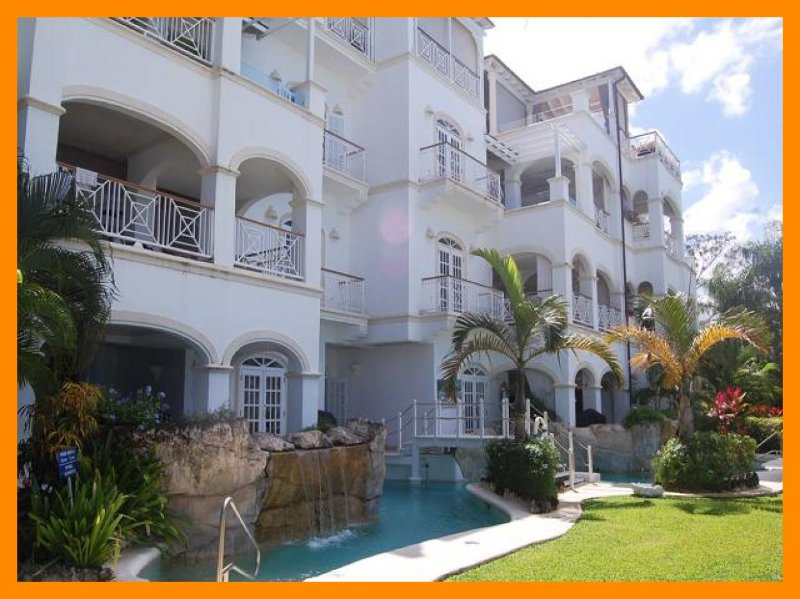 Old Trees Bay - Halcyon - 5* Beachfront Condo, location de vacances à Orange Hill