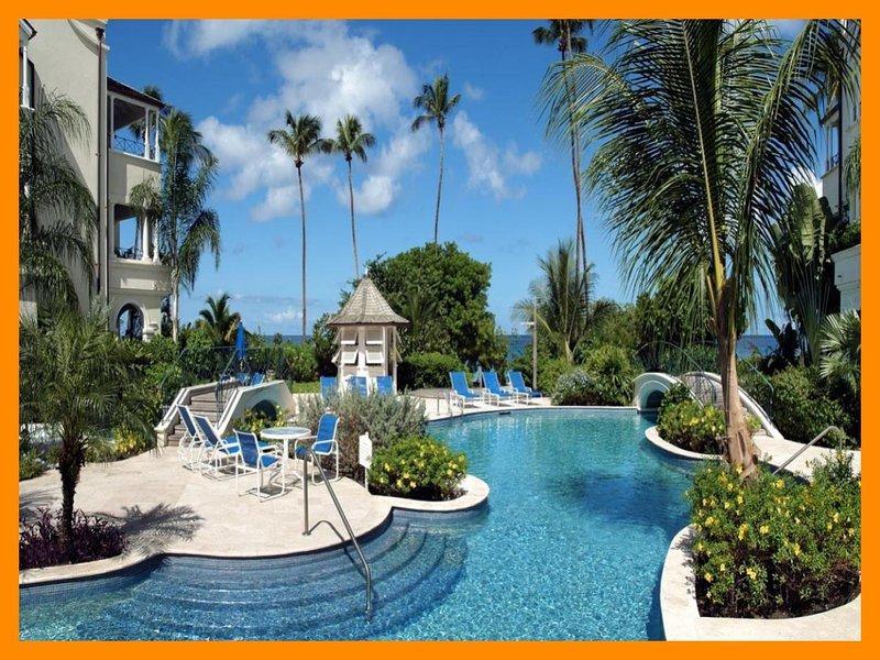 Schooner Bay 207 - Beachfront condo - shared pool, casa vacanza a Little Battaleys