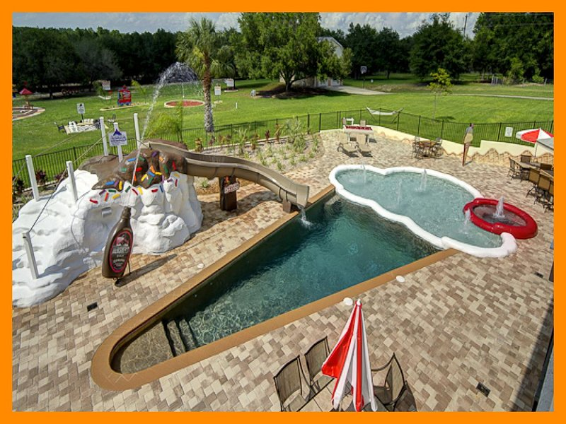 5 Acre Private Gated Estate with pool, game room and theater room near Disney, casa vacanza a Yalaha