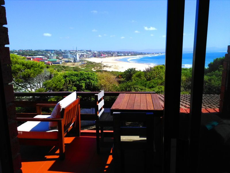 BEACHFRONT 4beds apart. AFRICAN QUEEN SOUTH AFRICA, holiday rental in Saint Francis Bay