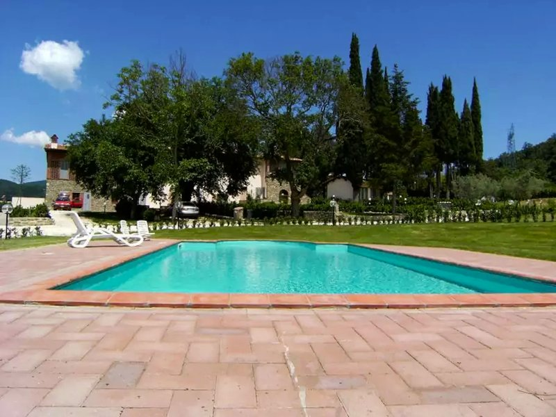 I Glicini appartamento privato con piscina condivisa, casa vacanza a Casole
