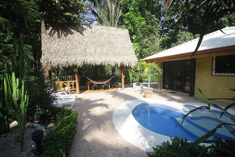 DELUXE BUNGALOW WITH PRIVATE POOL, vacation rental in Hojancha