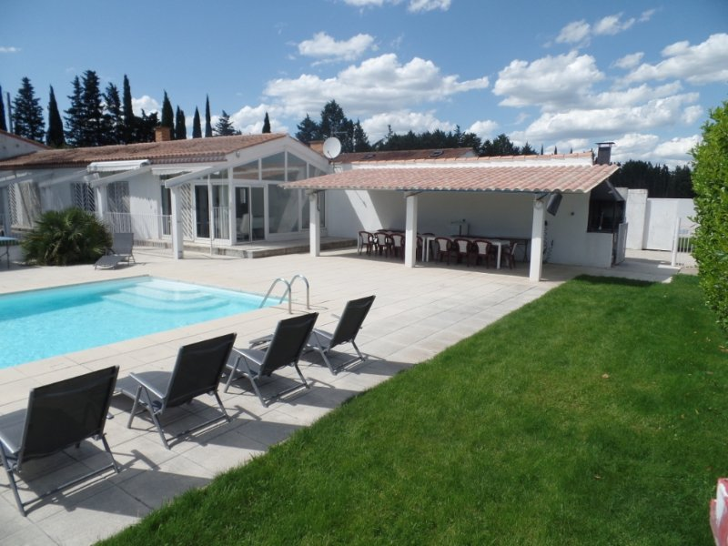 Amazing villa with swimming-pool, location de vacances à Cabrieres