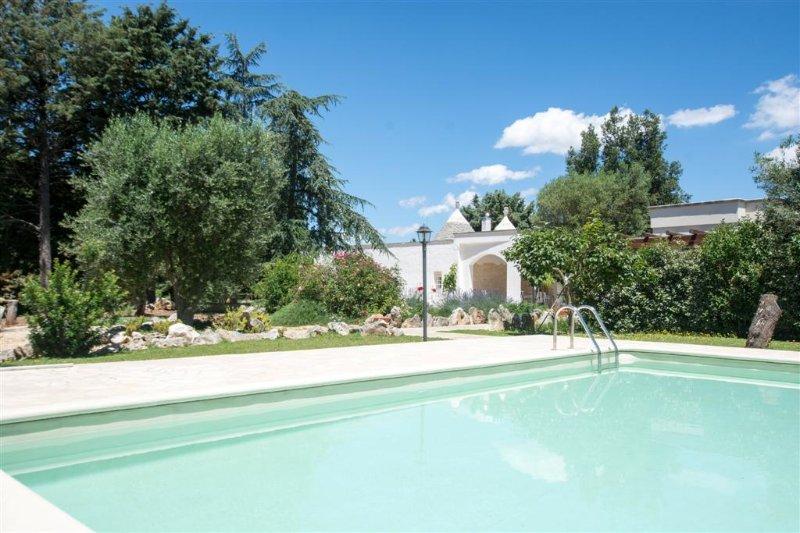 Benvenuti a Trullo Jemma con la propria piscina privata di cui campagna.