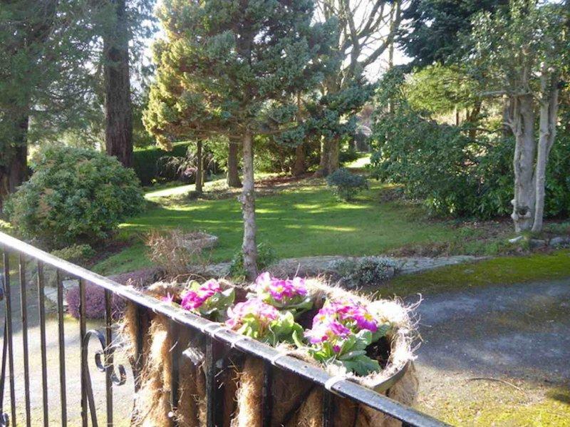 Vue sur le jardin depuis le balcon et la porte avant de la retraite Walkers