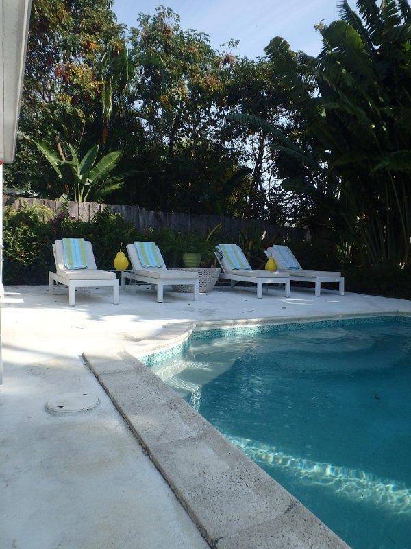 Njut av din privata, uppvärmd pool