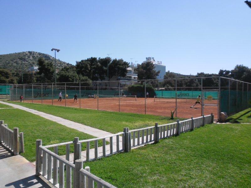 Le court de tennis à proximité