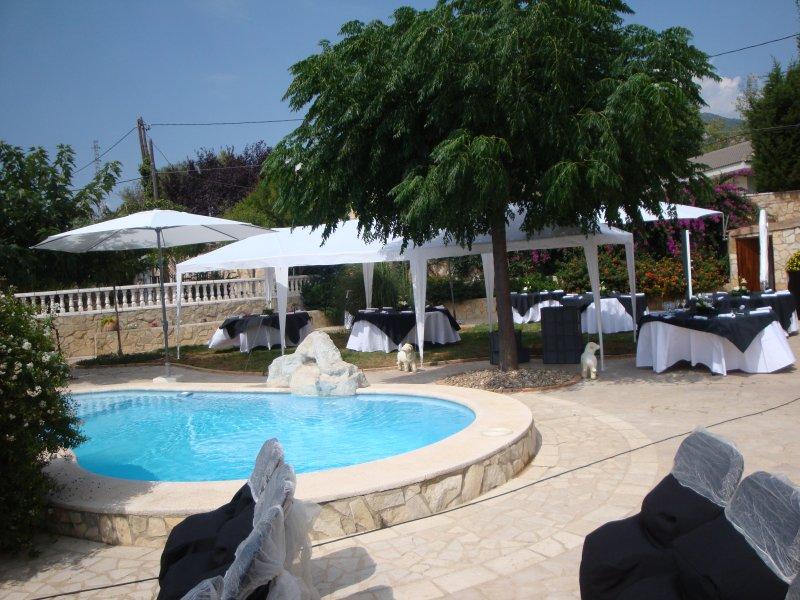 Espectacular Villa Piscina Jardín y 7 Habitaciones, vakantiewoning in Montblanc