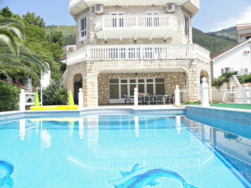 Vila with swimming pool Natasa, holiday rental in Katun