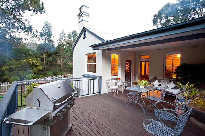 The North facing back deck with bbq & spectacular view of the Otford Valley.