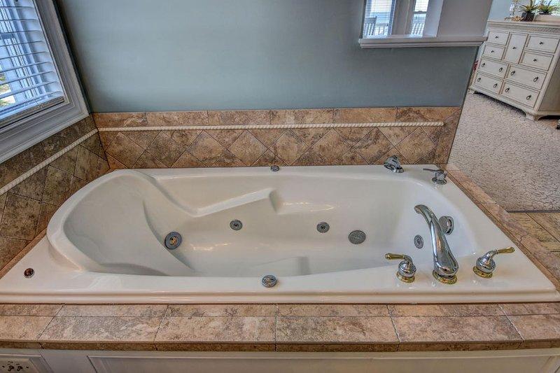 Master Bath & Jacuzzi