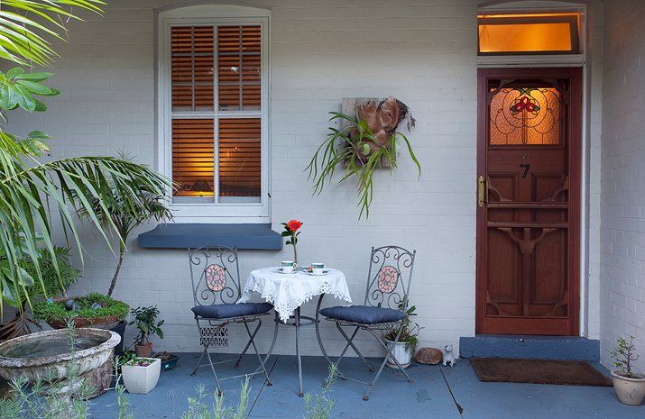Cottage for 4, Two QS Beds Two Bathrooms, Large Deck, holiday rental in Thirroul