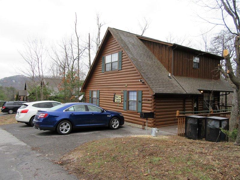 Pistas del oso es una cabina de baño 2 dormitorios 2 situado a 1,5 millas de Dollywood en un complejo cerrado. 7 plazas.