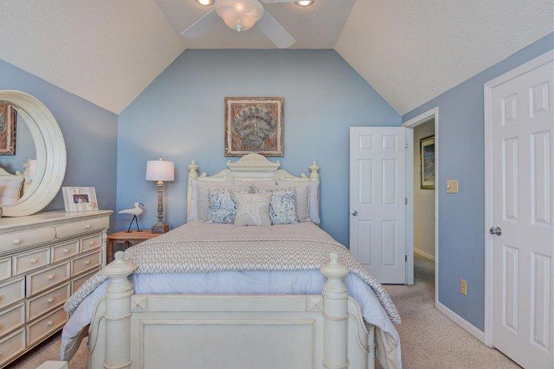 Queen and Twin Bedroom