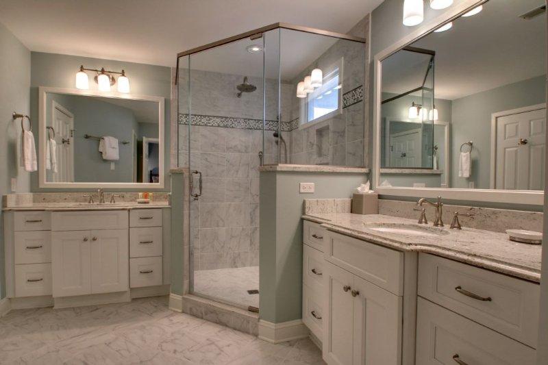 Gigantic Master Bathroom! Great for Relaxing!