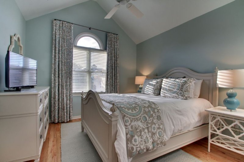 Queen Guest Bedroom, Gorgeous Window Coverings!