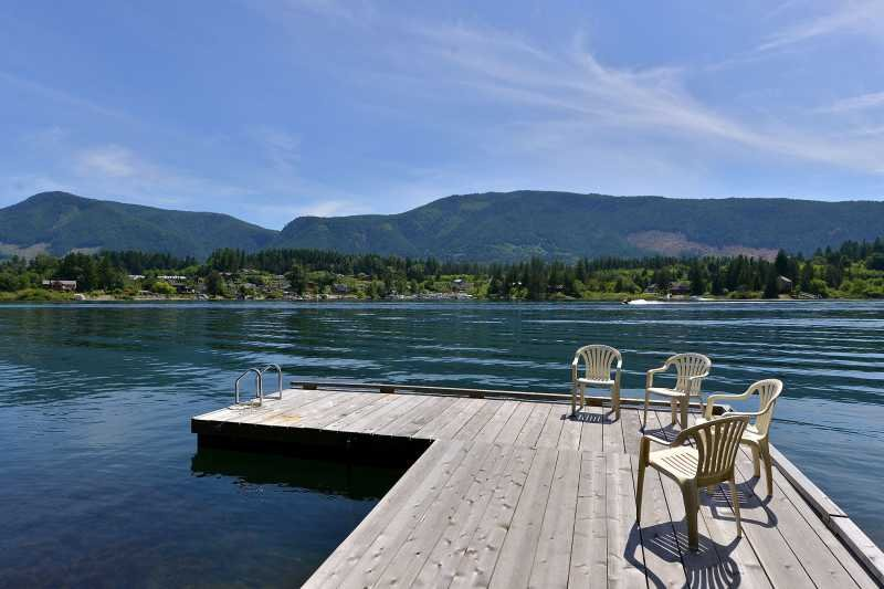 Lake Cowichan 4 Bedroom Home with Private Dock and Hot tub, vacation rental in Vancouver Island