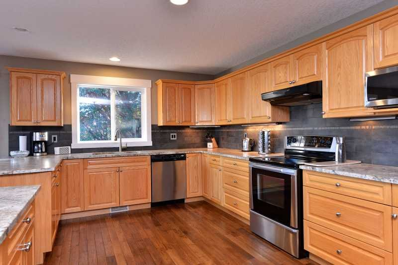 Large and fully equipped kitchen.