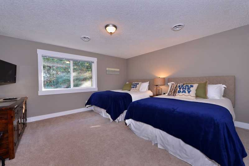 Fourth bedroom with two queen size beds.