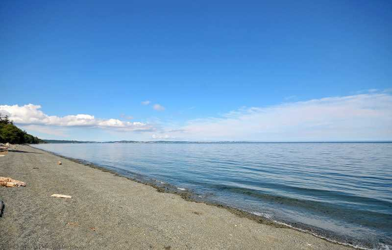 Taylor Beach is a 5 minute drive away.