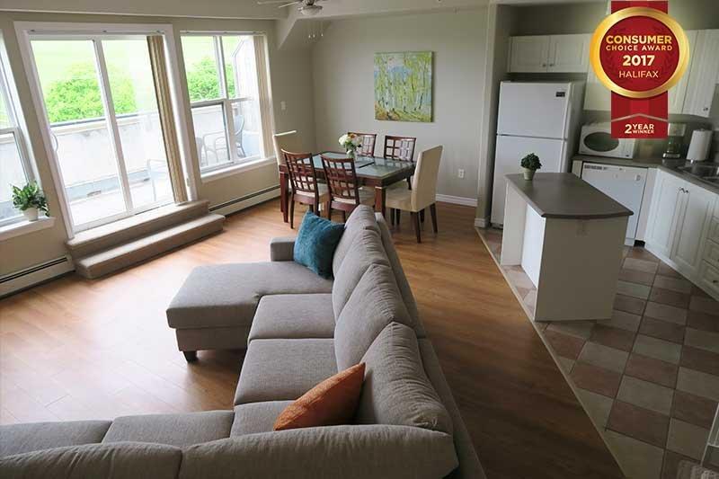 Sala de estar y cocina con vistas a la ciudadela