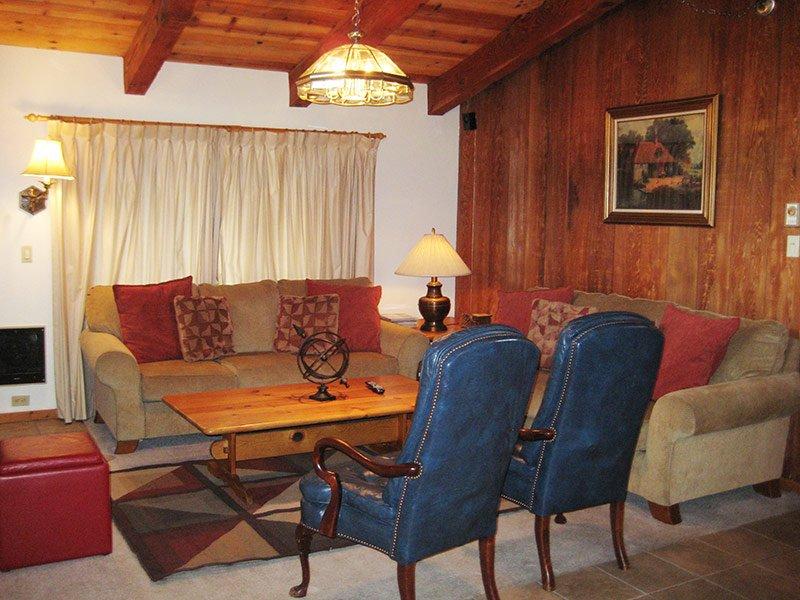 Chateau Sans Nom - CSN12, location de vacances à Crowley Lake
