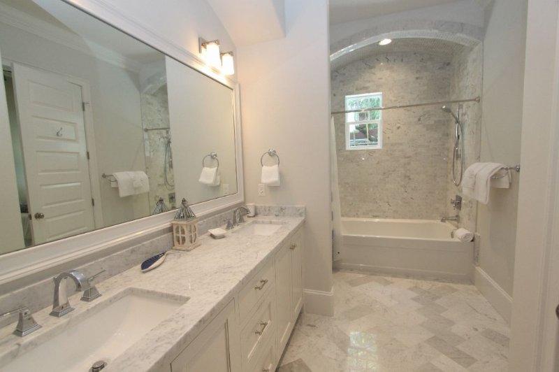 Ground Floor Master King Bedroom #1 Bathroom