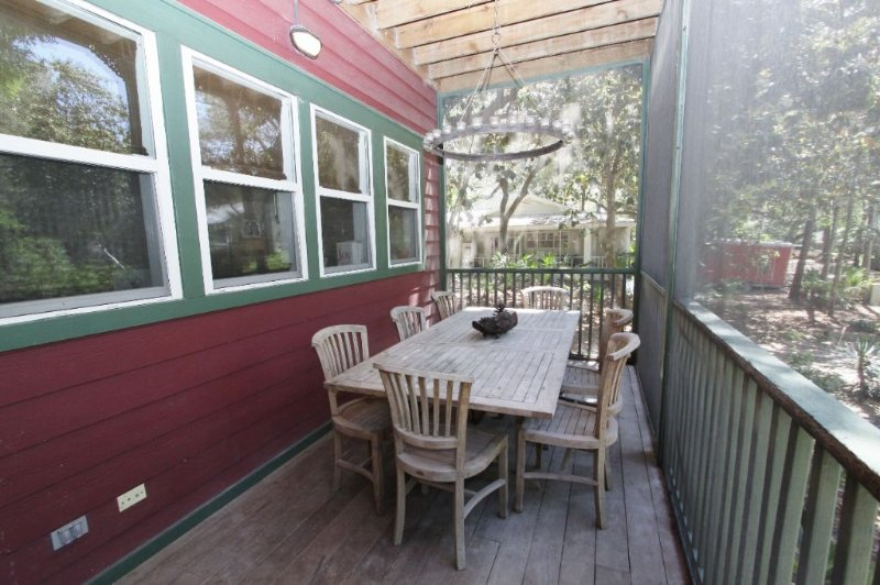 Ground Floor Screened Porch - Outdoor Dining