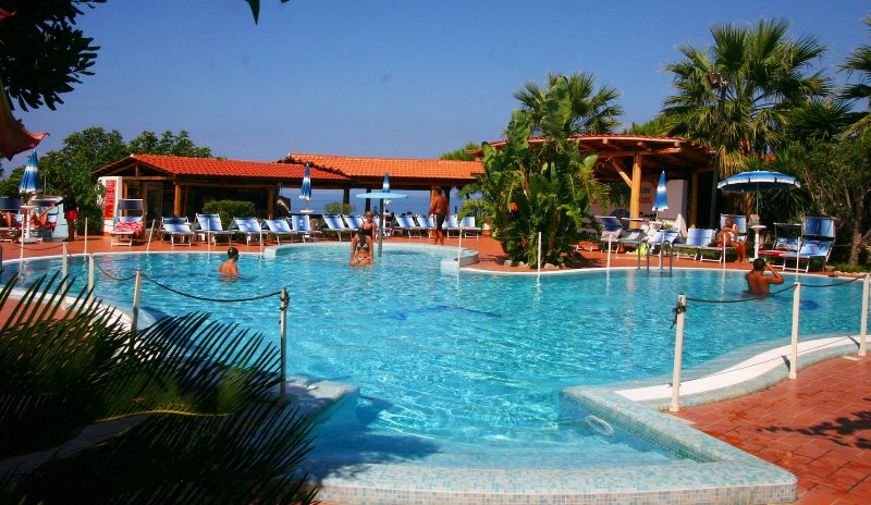 Apart/Hotel Vacanze Santa Domenica / Tropea, alquiler vacacional en Torre Marino