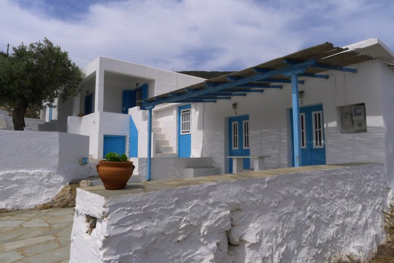 Overview of the deposit. The buildings are typical of the Cycladic architecture of Sifnos
