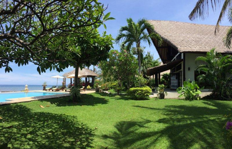 Villa Rumah Buka, holiday rental in Dencarik