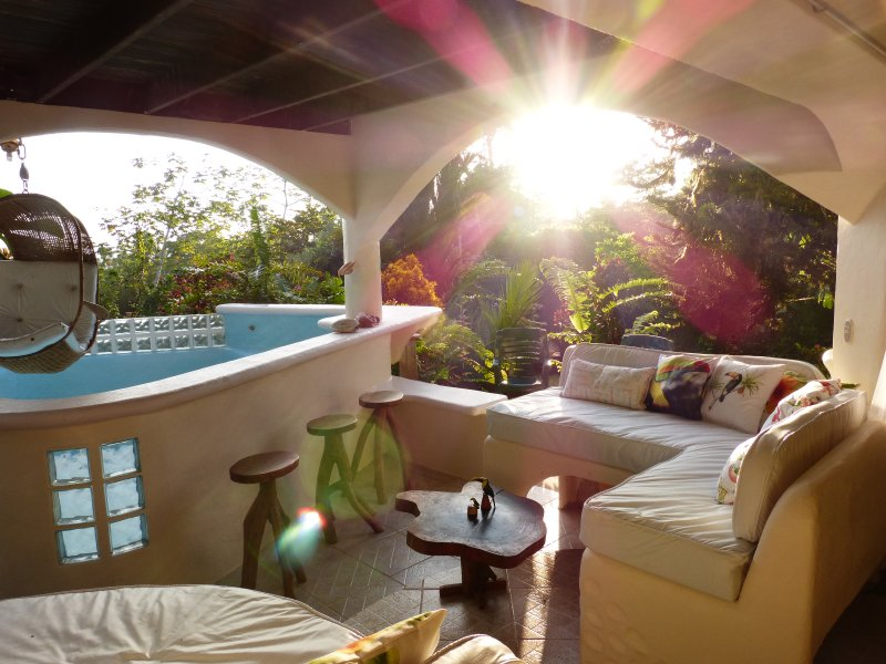 HOT Deals  for Ultra COOL/4 BR/Private SPA/OzonePOOL/Ocean Views, aluguéis de temporada em Puerto Jimenes