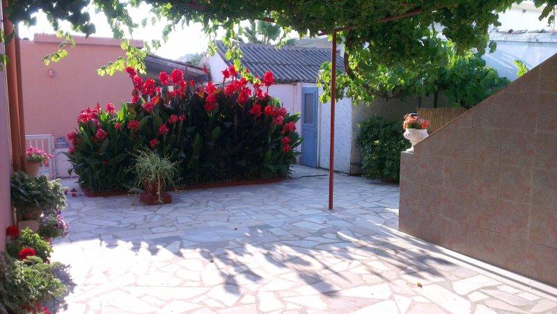 Double bedroomed ground floor apartment w/family balcony at Yanna's Apts, holiday rental in Ereikoussa