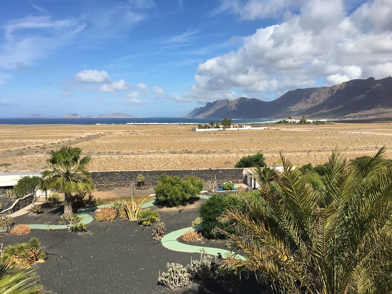 Casa Verde, garden with fantastic views of the Caleta de Famara