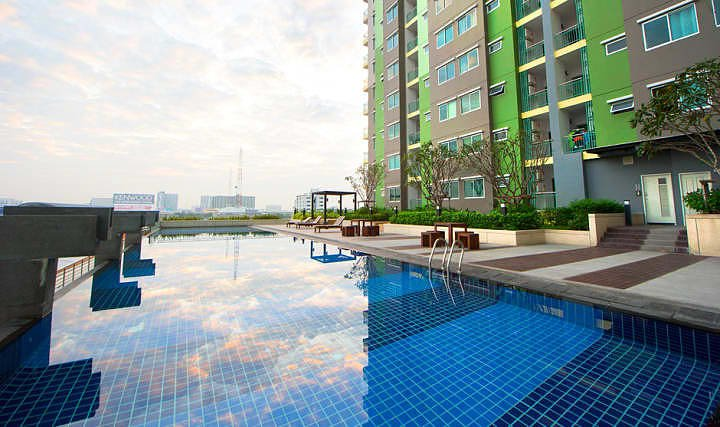 One Bedroom Apartment 200 metre walk to Bangkok Skytrain Station, vacation rental in Nonthaburi