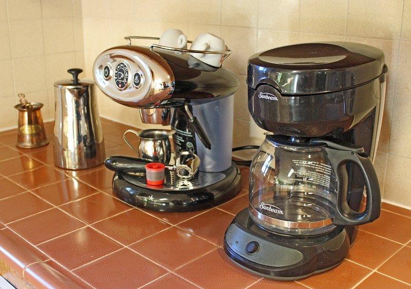 Nous sommes une ville de café et de la famille de café. Vous avez le choix de goutte à goutte, expresso, presse française ou turque!