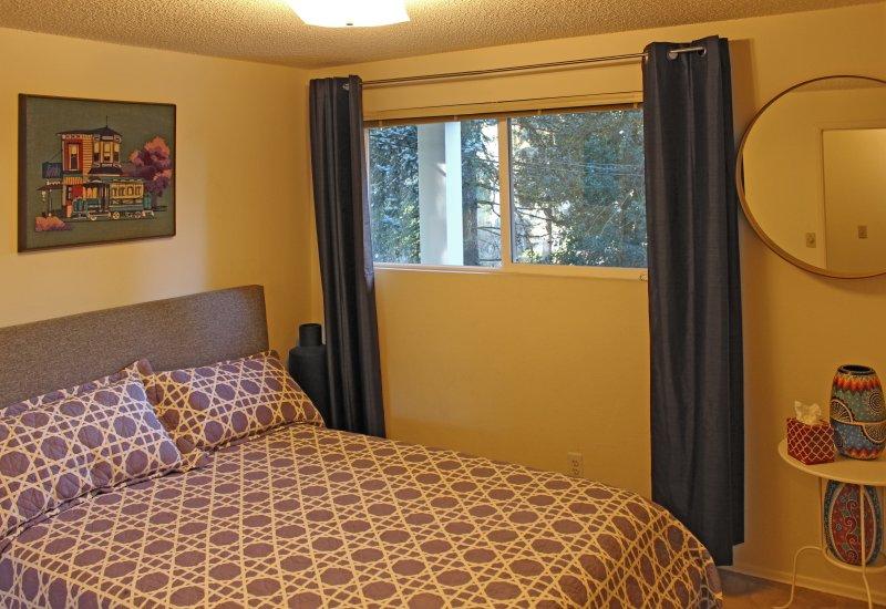 chambres à l'étage moyen dispose d'un lit queen