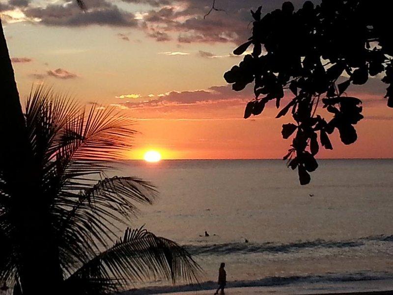 Nós encorajamos nossos clientes a sair e ver os belos pôr do sol na Playa Hermosa Beach