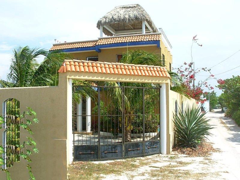 Puerta de entrada a la propiedad