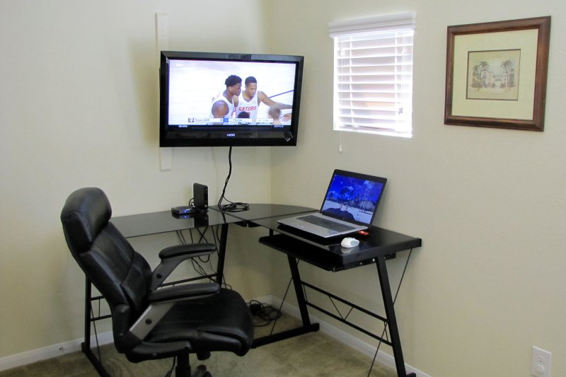 Corner workstation, movable HDTV w/HDMI cable for laptop, HD cable TV. Jaguar's desk is silver.