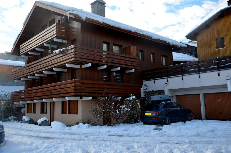 Meribel Les Allues, 2 Bed Apartment with mountain views, free WiFi & garage, holiday rental in Les Allues