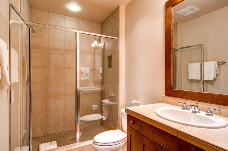 121205_East-West-Resorts_24 Quartermoon 1258_HDReal_lo.jpg