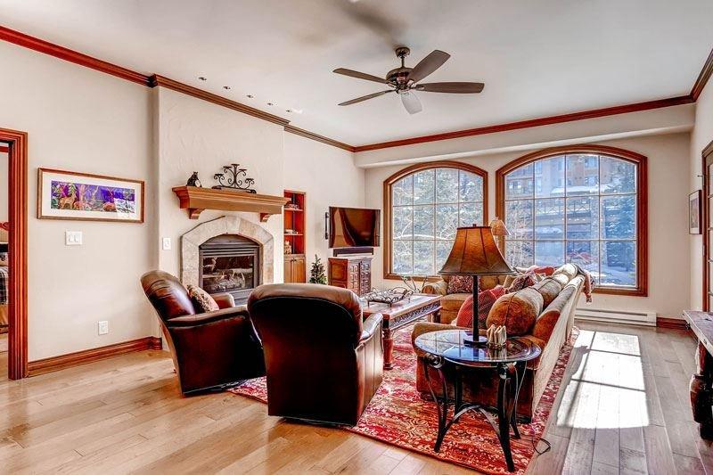 02_Oxford-Court-202_living-room.jpg