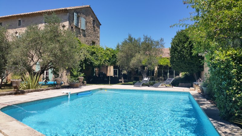 Heated pool, 9m of 5, stone beaches, wooden deck, stone bench