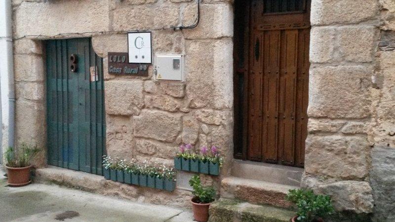 dettaglio facciata. La casa nella zona hanno spesso accesso diretto alla porta di piano terra e un altro al 1 ° piano