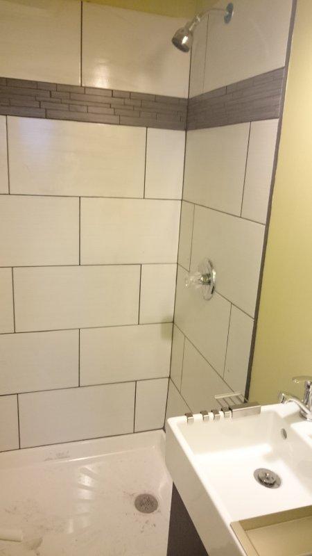 eerste verdieping badkamer. Het bieden convenince voor gezinnen. Kunt u zich wenden eerste verdieping een meester nedroom